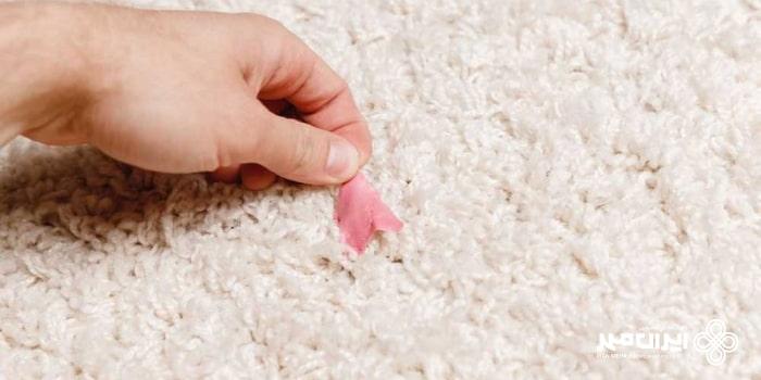 پاک کردن لکه آدامس از روی فرش